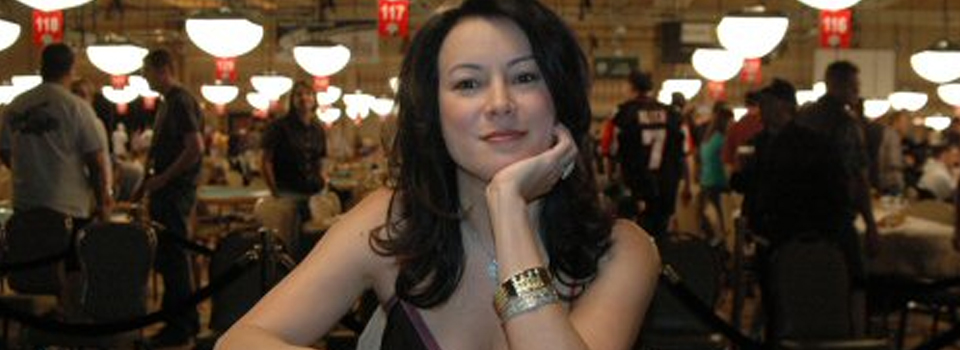 It's our Super Sized Holiday Episode!  Oscar Nominated Jennifer Tilly Brings a Bottle of Wine..Let the Games Begin